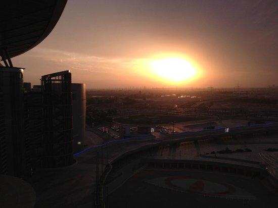The Meydan Hotel : Вид на закат с крыши отеля