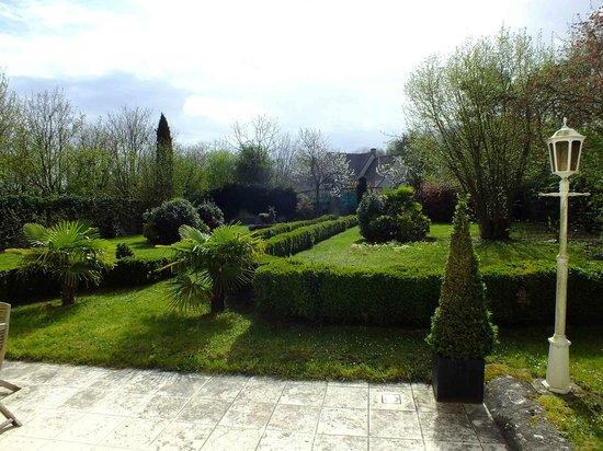 Le Clos Pasquier : Walled garden