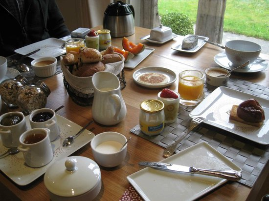 Le Clos Pasquier : Just one of the varied breakfast repasts