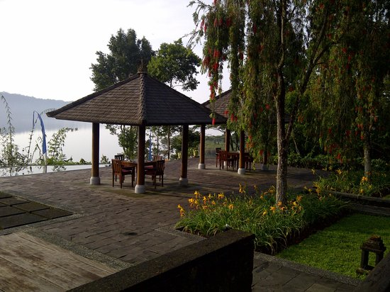 Puri Candikuning Retreat : a place to sit and enjoy the scenery