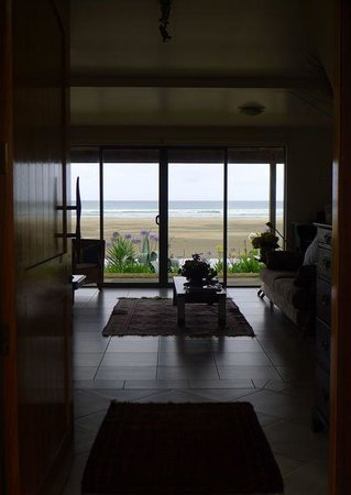 Ahipara Beachfront Accommodation : from the front door