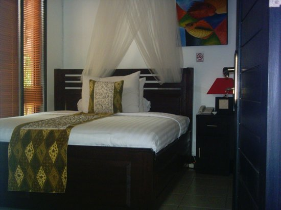 Villa Cantik Tresna Medium Size Bedroom With Queen Size Bed And Private Shower