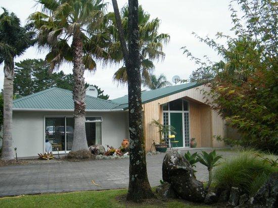 Puketi Heights B&B: Guest entrance & main entrance