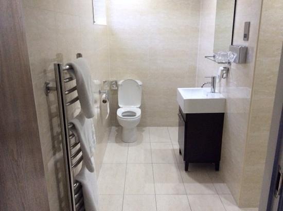 Lorne Hotel: bathroom, loved it