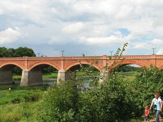 Venta Waterfall: старинный мост