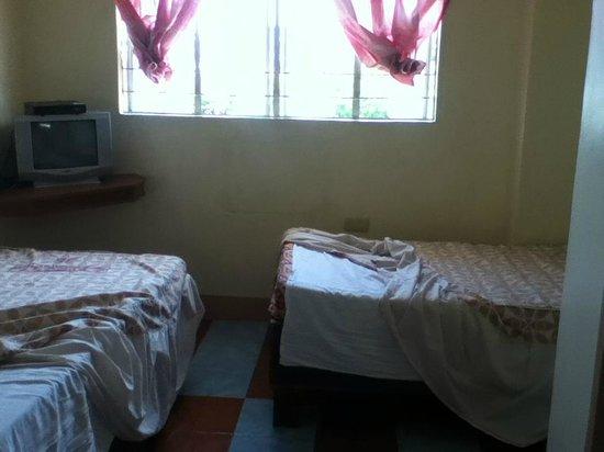 Sampaguita Tourist Inn: Twin Bed fan room