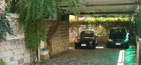 Villa Marosa: Parcheggio custodito