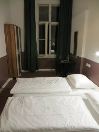 Grand Hostel Berlin : Not a double bed Room