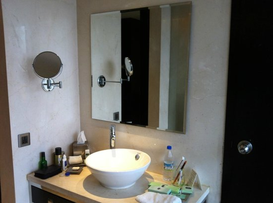 Crowne Plaza Pune City Centre: Washroom