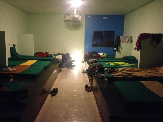 Yellow Sun Backpackers : overall view