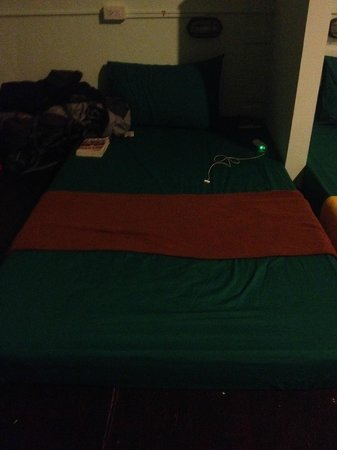 Yellow Sun Backpackers : my bed!