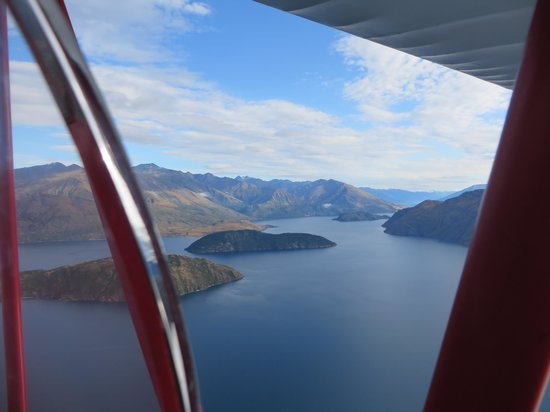 Classic Flights : Flying over Lake Wanaka on a beautiful February morning