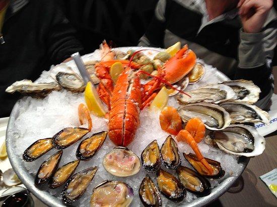 Toinou Les Fruits de Mer : fruits de mer avec langouste 72 euros pour deux