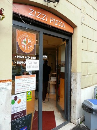 Zizzi Pizza : entrance to great pizza experience