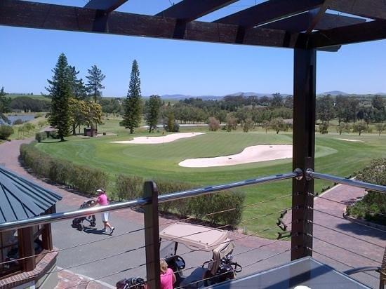Devonvale Golf & Wine Estate: 18 Green from clubhouse