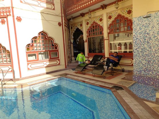 Umaid Bhawan Heritage House Hotel : Swimming Pool Area