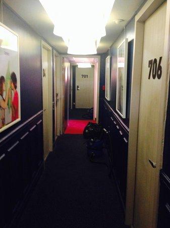Ibis Styles Hôtel Paris Gare du Nord TGV: Corridor on 7th floor.