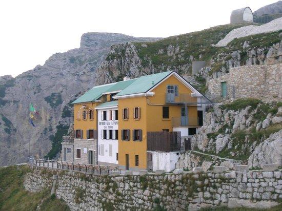 Road of 52 Tunnels : Rifugio Achille Papa
