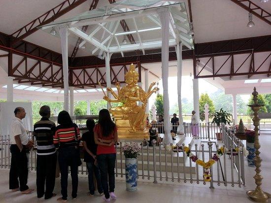 Colmar Tropicale, Berjaya Hills: 4 faced buddist statue