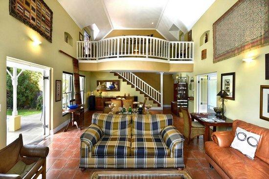 Plumwood Inn: Lounge Main House