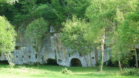 Chateau de Commarque: Trace d'habitat semi troglodyte