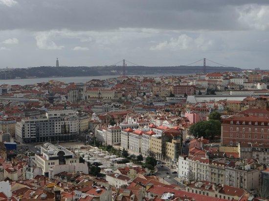 Miradouro da Senhora do Monte : Общий вид на Лиссабон