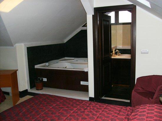 Vigo Hotel: Bagno e vasca