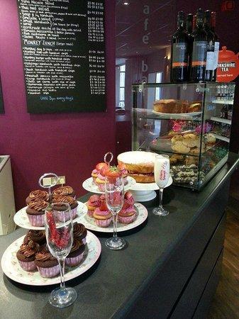 Multiflight Cafe: Cake selection