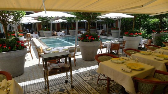 Le Royal Monceau-Raffles Paris : Outside terrace, fabulous