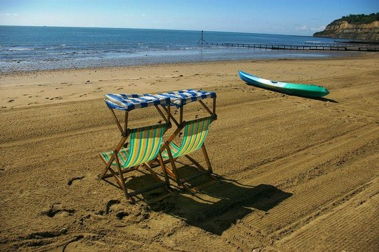 Rowborough Hotel: Award winning Shanklin Beach, just minutes away.