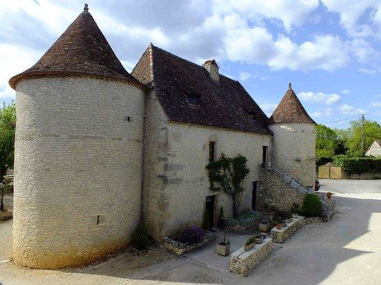 Les Vieilles Tours : Reception entry