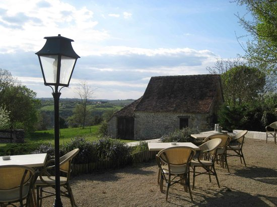 Les Vieilles Tours : Outdoor dining - weather permitting