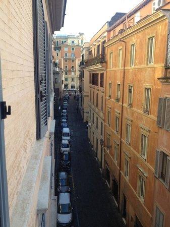 Tirreno Hotel : View north onto Via San Martino ai Monti