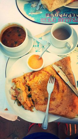 Hacienda De Goa Resort: My favorite breakfast - stuffed masala dosa and the best masala tea