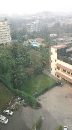Ramada Powai Hotel and Convention Centre: View from my room on swimming pool
