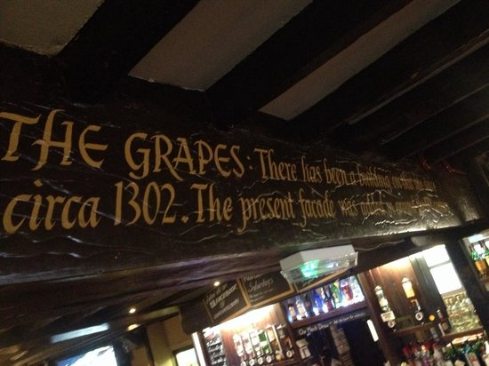 Grapes Hotel: Traditional and authentic wooden beams throughout the pub, with a brief history about The Grapes