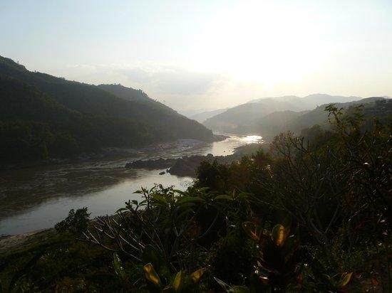 Sanctuary Pakbeng Lodge: Vue sur le Mékong