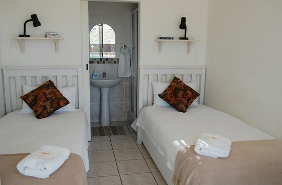 Villa Mari: Unit 5 Self-catering. Twin beds