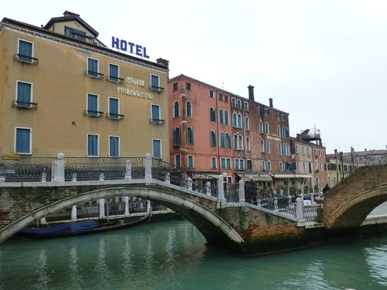 HOTEL OLIMPIA Venice: Olimpia in on the right
