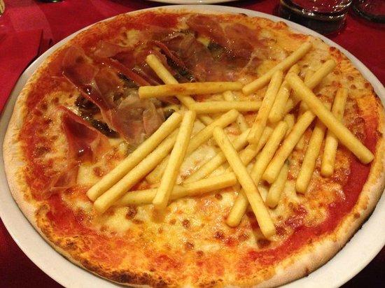 Pizzeria Manzoni: Pizza con Patatine fritte, funghi e prosciutto crudo