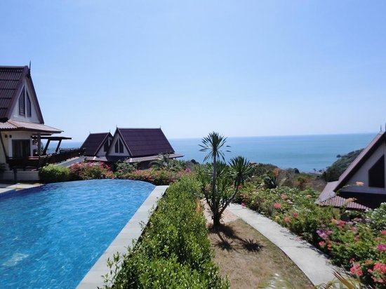 Baan KanTiang See Villa Resort (2 bedroom villas): pool area