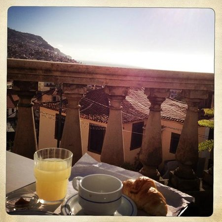 Hotel Monte Carlo: Breakfast at the terrace in front of the Hotel