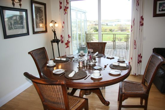 Seasons Lodge: Breakfast Room