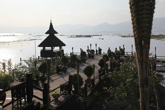 Myanmar Treasure Inle Lake : Entrance pier