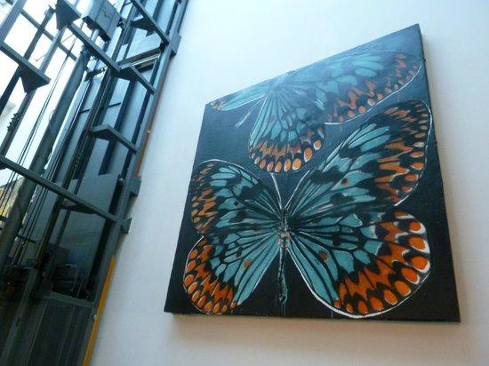 art'otel budapest: une des nombreuses toiles exposées