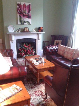 Glendon Guest House: Lovely guest sitting room