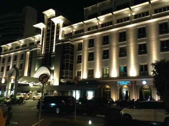 Mövenpick Hotel & Apartments Bur Dubai: outside view