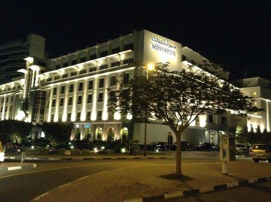 Mövenpick Hotel & Apartments Bur Dubai: view from outside
