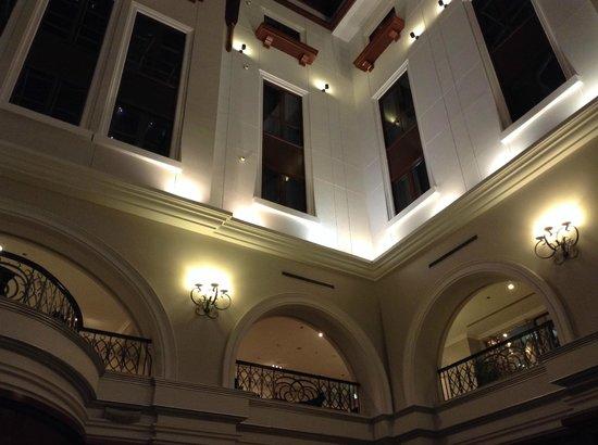 Movenpick Hotel & Apartments Bur Dubai : the lobby