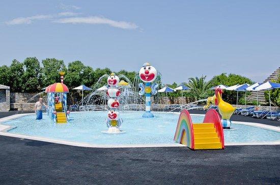 Nana Beach Hotel: детский бассейн